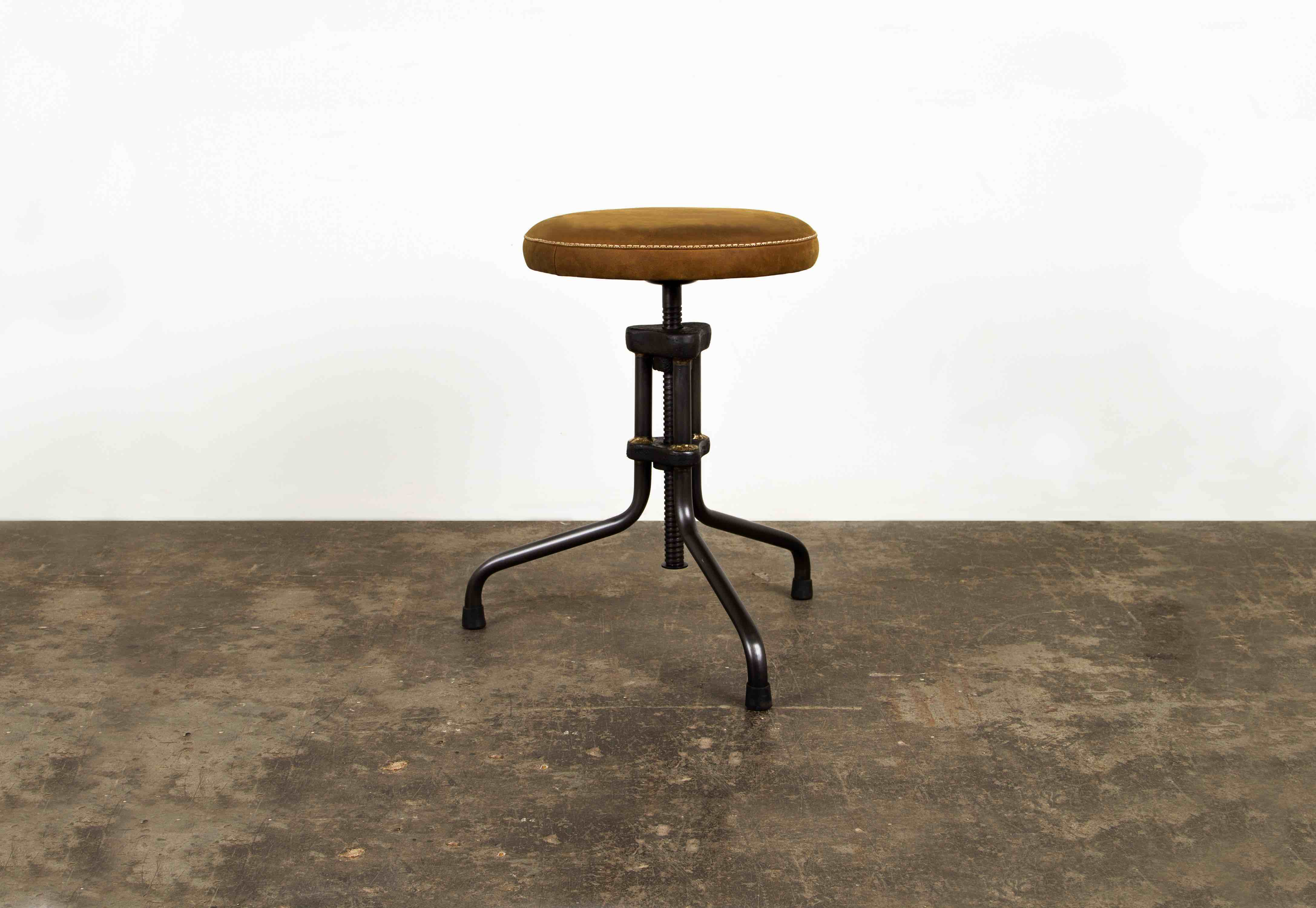BUCK LOW STOOL