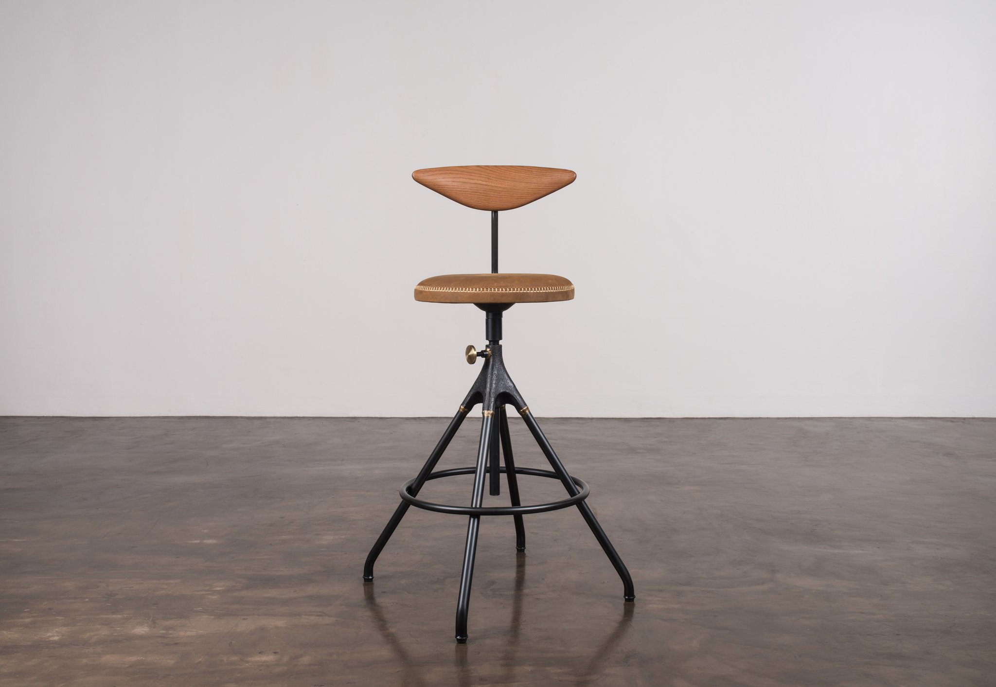 Akron_counter_stool_with_backrestUmber