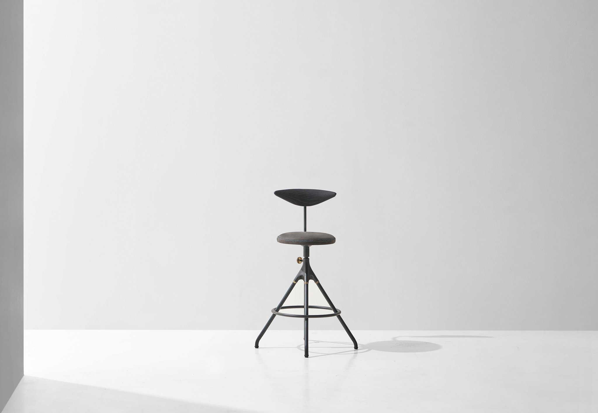 Dunke Design Akron_Counter_Stool_Backrest_Charred_2