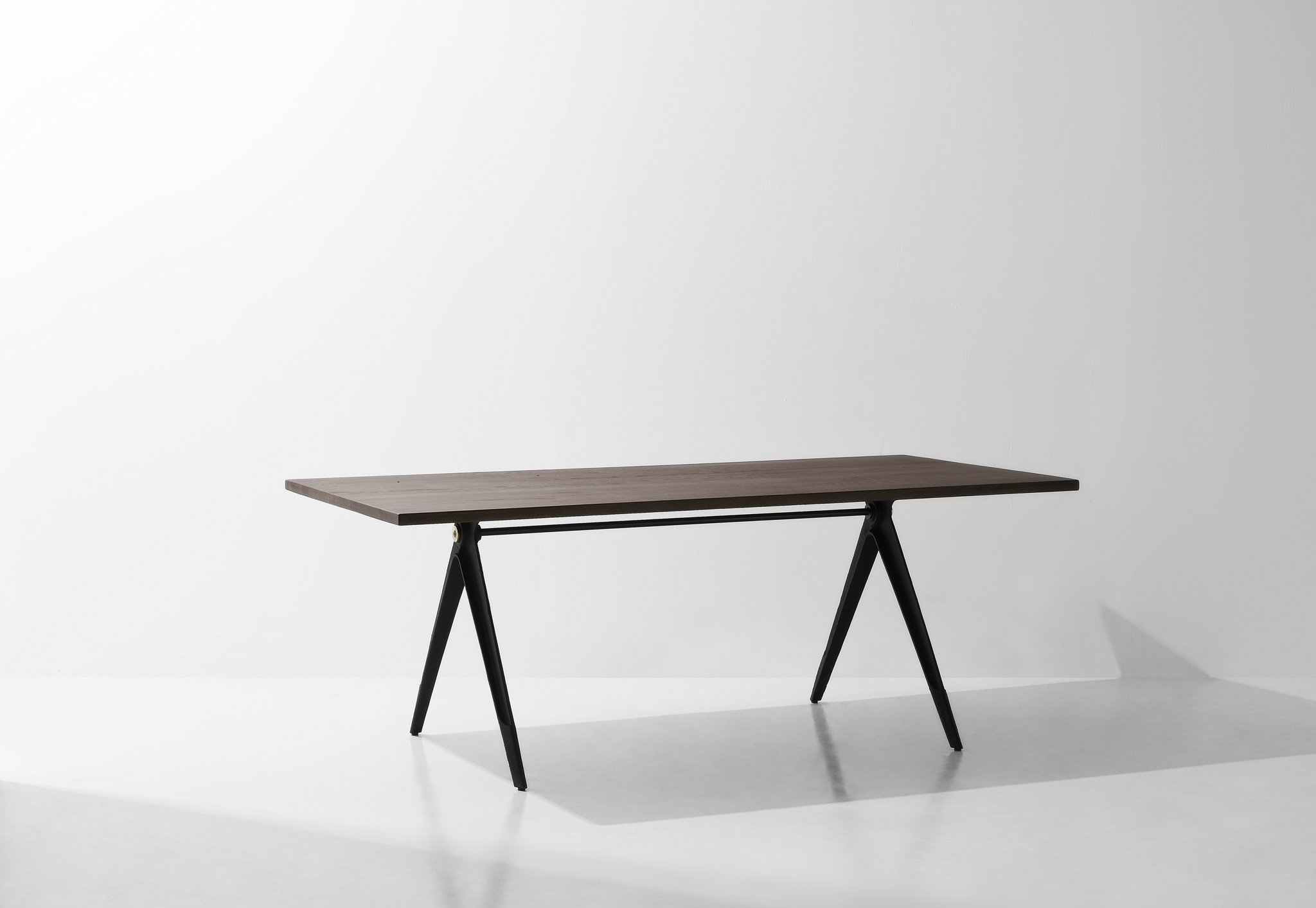 Dunke Design Compass Dining table 3