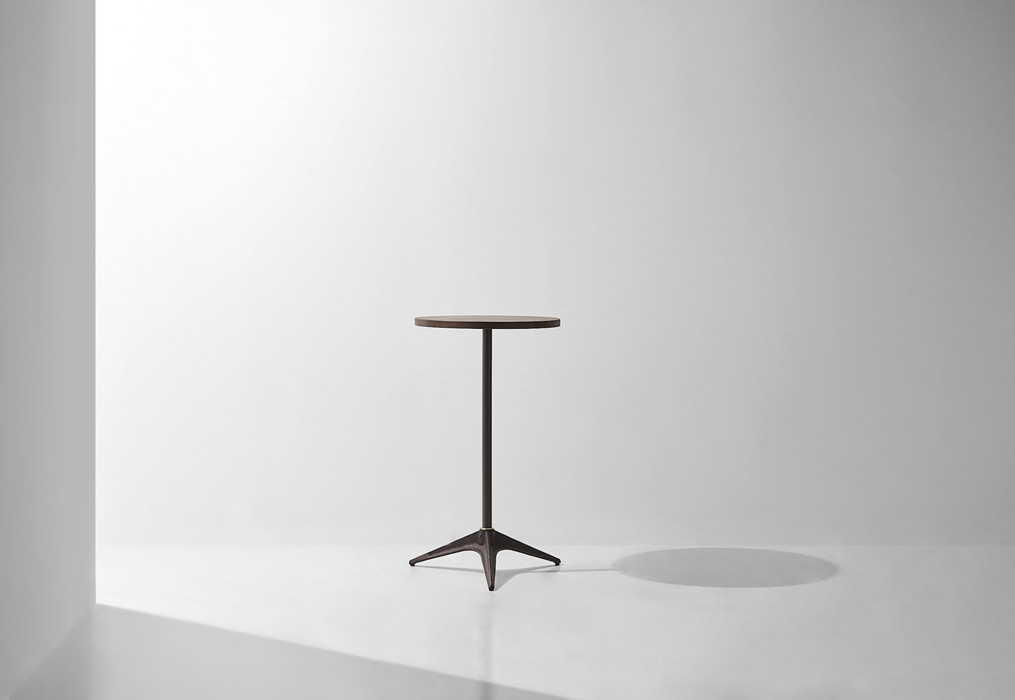 Dunke Design Compass Standing table 1