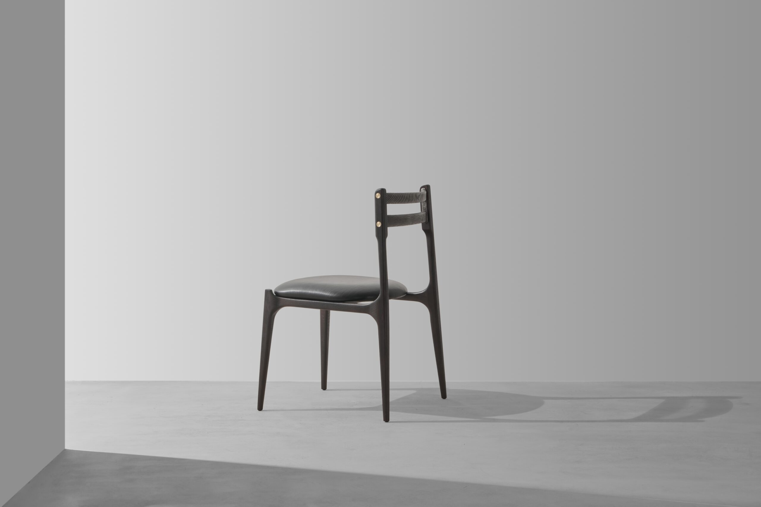Dunke Design assembly chair smoked 2