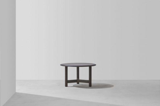 Stilt round table